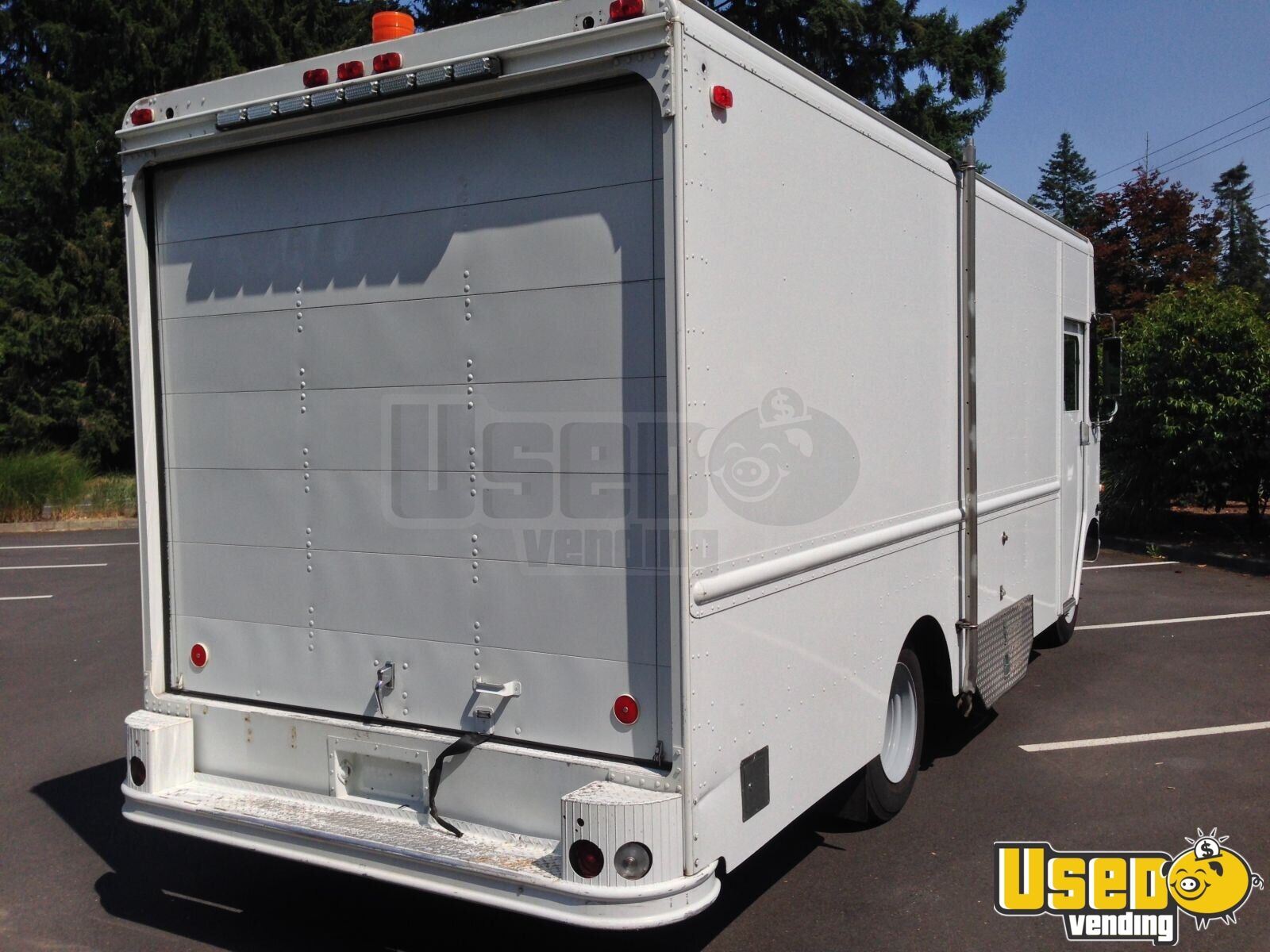 Chevy Grumman P30 Retail or Food Truck for Sale in Washington - 3