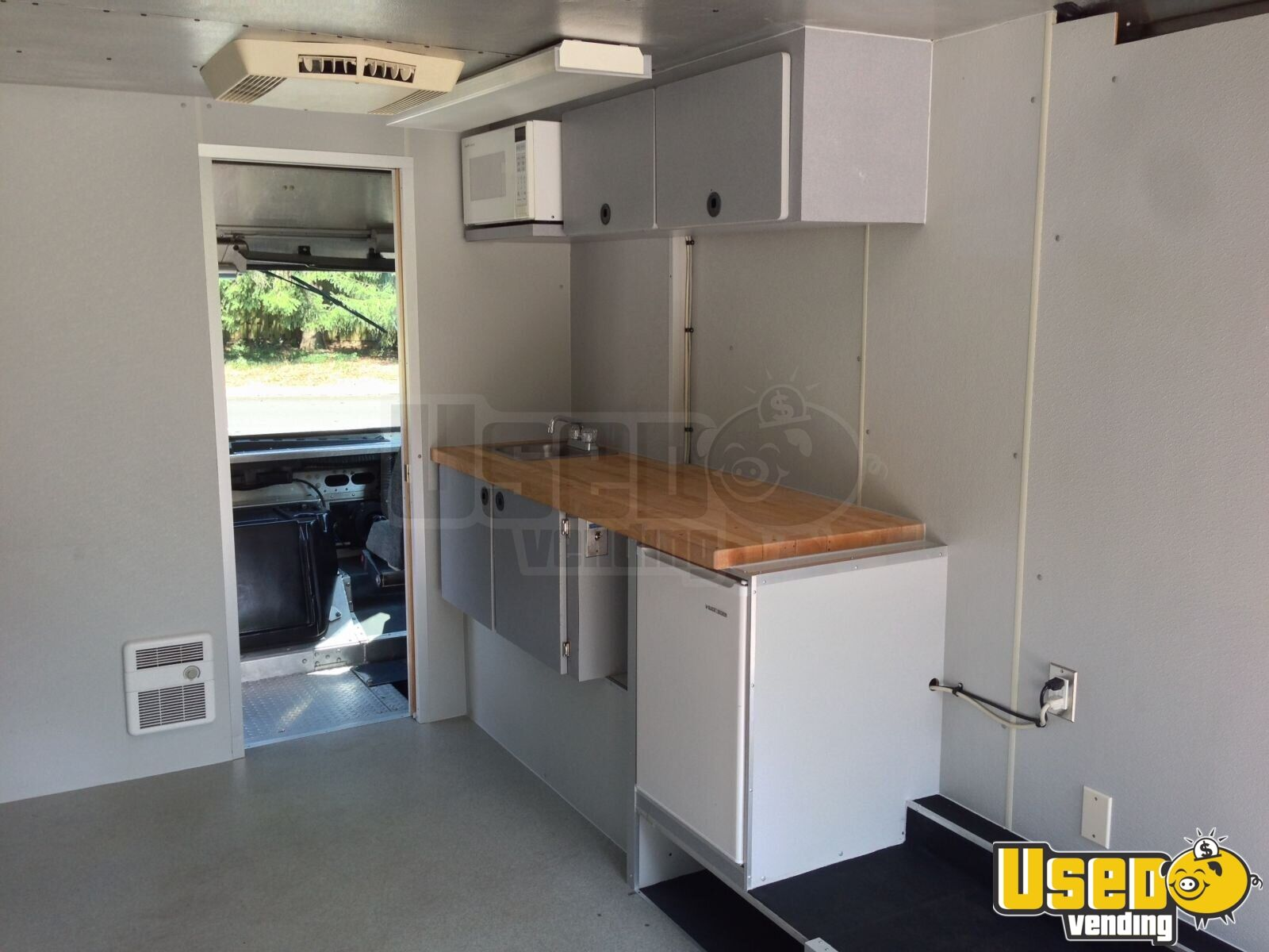 Chevy Grumman P30 Retail or Food Truck for Sale in Washington - 5