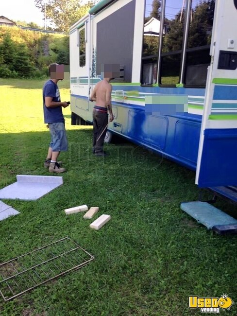 Loaded Food Truck For sale in Maine!!!