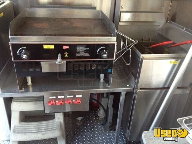 2010 - 10' x 6' DreamMaker Columbia XL10 Food Concession Trailer - 4