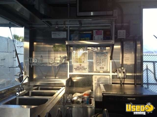 2010 - 10' x 6' DreamMaker Columbia XL10 Food Concession Trailer - 5