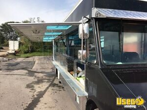GMC Mobile Kitchen Food Truck for Sale in Illinois - Small 9