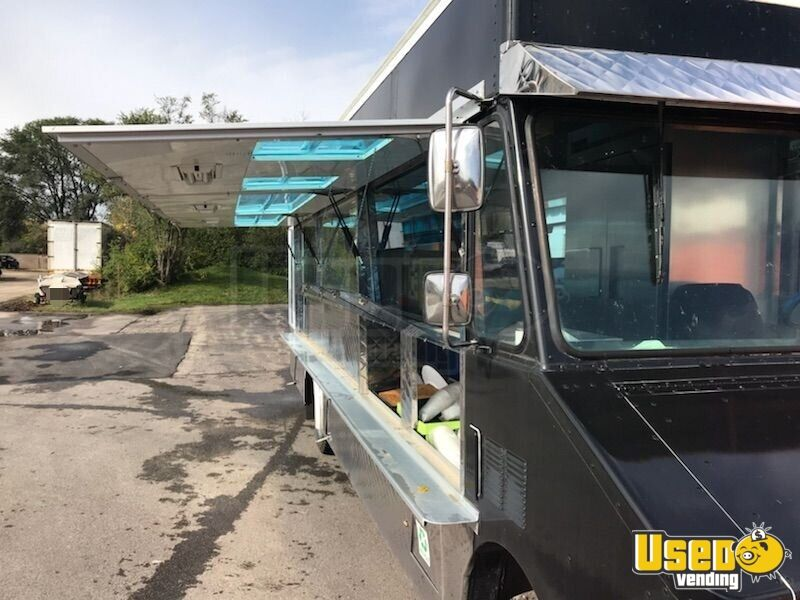 GMC Mobile Kitchen Food Truck for Sale in Illinois - 9