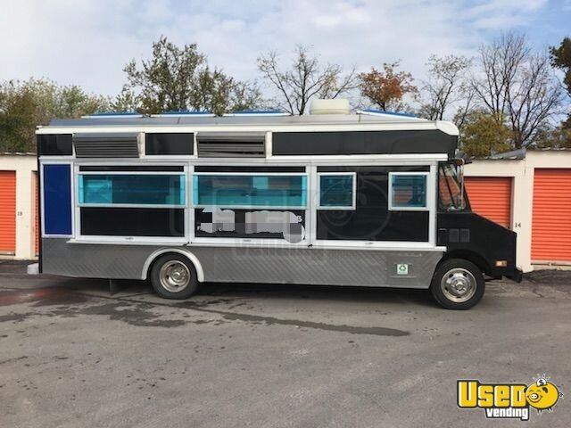 GMC Mobile Kitchen Food Truck for Sale in Illinois - 7