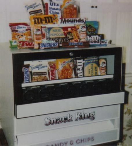 Countertop snack vending machine candy bar